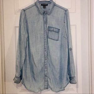A Pea In The Pod Size M Chambray Button Down